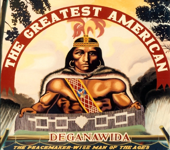 Deganawida, le Grand Pacificateur, concepteur de la Grande Loi de la Paix, constitution de la Confédération des 6 Nations Iroquoises, inspiration de la déclaration d'indépendance et de la constitution des USA, ainsi que des bases institutionnelles de l'ONU