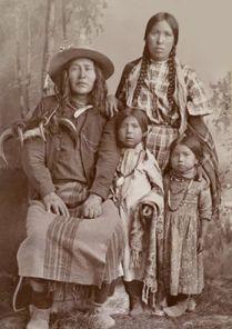 Amérindiens Crow, femme et enfants
