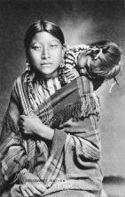 Jeune femme Cheyenne du nord, avec son bébé - 1907