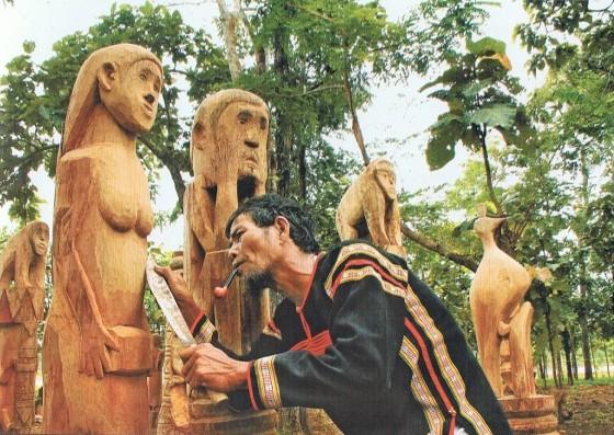 Matriarcat & Religions : des vestiges secrets au syncrétisme Statues-func3a9raires-ede